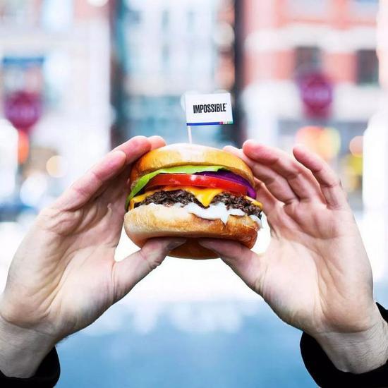 但 Patrick Brown 却想告诉众人,就算是素食汉堡,它也能让你吃出肉的感觉。