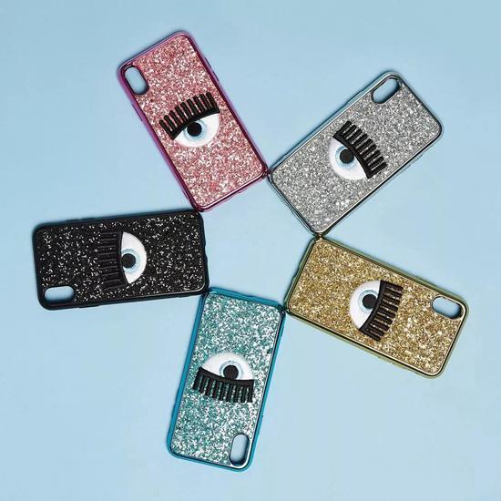 除了iPhone的款式,还特别推出了三星S8的手机壳。