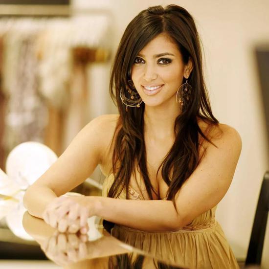 然而,婚姻只持续了三年便离婚,原因是Kim Kardashian被家庭暴力遭受虐打。