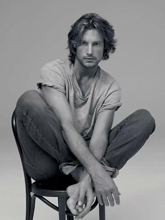2000年代初期,他在全世界任何一个时尚大牌的时装秀上出现。