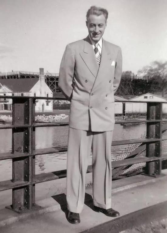 除了套装西裤之外,cuff 也常见于单裤或休闲裤,而且象征性更为强烈一些。