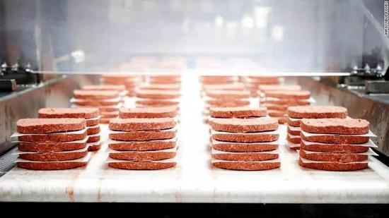 我们所吃的猪、牛、鸡等等的肉里,含有丰富的血红素。