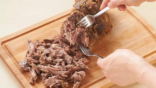 猪肉已丝丝分明
