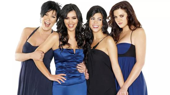 同年,《Keeping Up With the Kardashians》第一季播出。