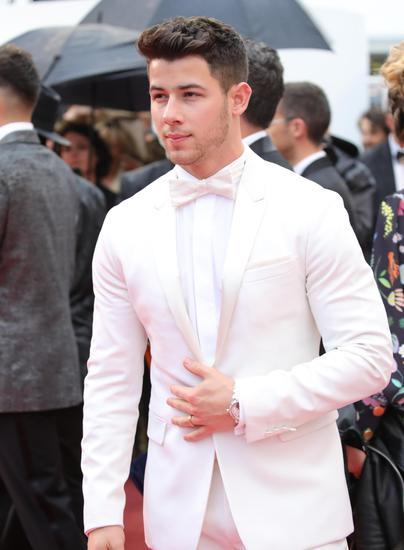 尼克·乔纳斯(Nick Jonas)佩戴Chopard萧邦腕表