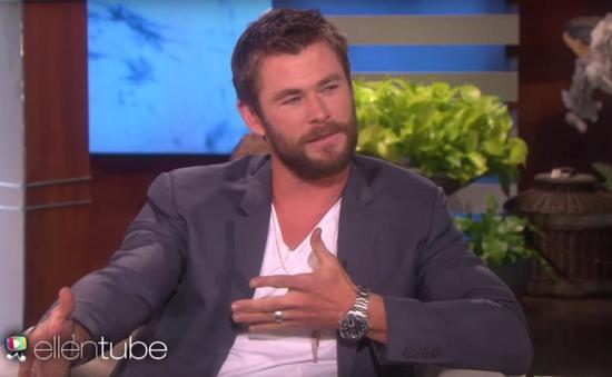 克里斯·海姆斯沃斯在Ellen Show上佩戴的也是泰格豪雅的卡莱拉系列腕表。