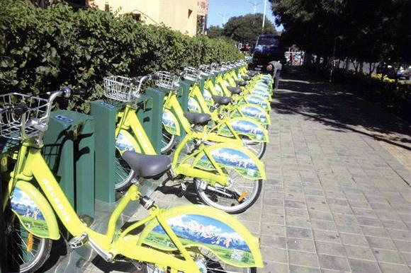 赤峰公共自行车上岗