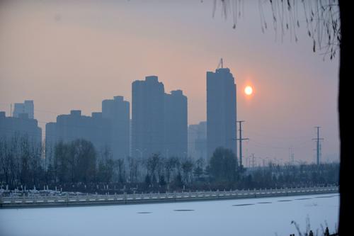 忽然倾城雪 满地白茫茫