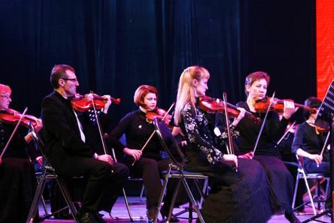 俄罗斯轻音乐交响乐团青城奏响音乐盛会