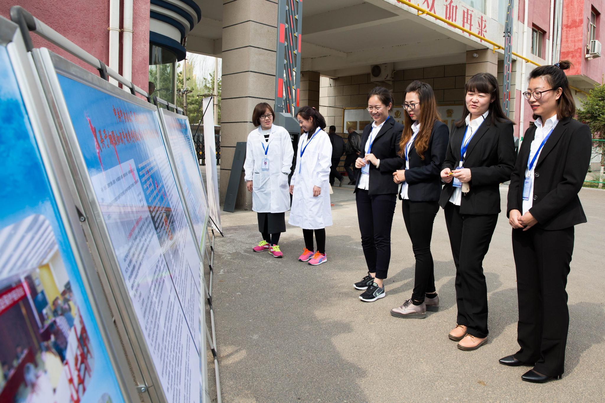内蒙古高院知识产权审判庭与内蒙古世纪呼白酒业有限公司召开座谈会