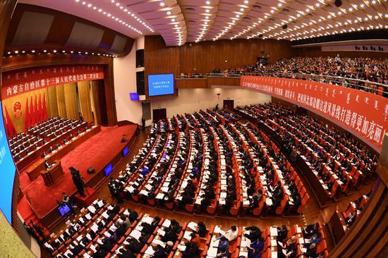 1月26日上午9时,自治区十三届人大二次会议在内蒙古人民会堂开幕。内蒙古日报社融媒体记者 金泉 摄