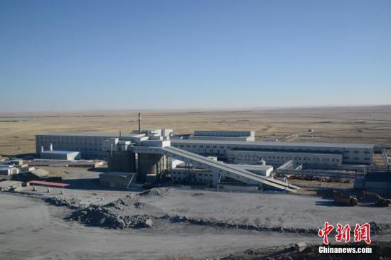 """资料图:发生""""2·23""""重大事故的银漫矿业有限责任公司厂区。中新社记者 刘文华 摄"""