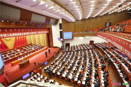 内蒙古自治区政协十二届四次会议开幕会现场(摄影:特古斯)