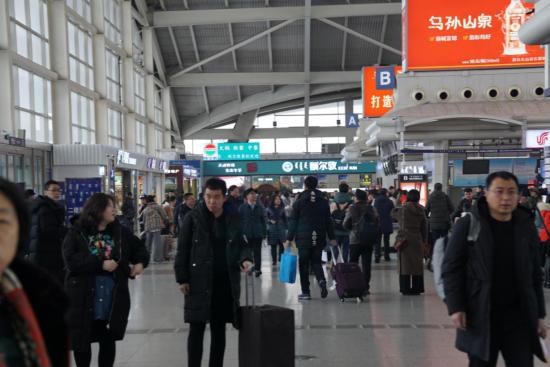 图为机场航站楼。