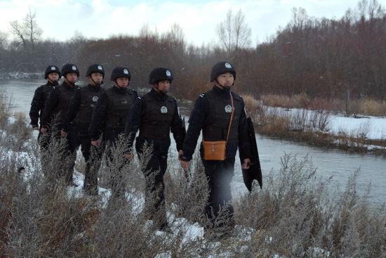 阿尔山出入境边防检查站执勤民警忠诚无悔守北疆