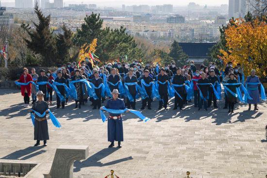 沿袭习俗至今 乌兰浩特市成吉思汗庙举行年祭大典