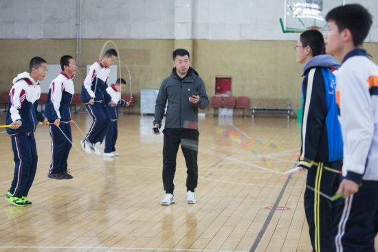 """内蒙古:花式跳绳""""韵动""""校园"""
