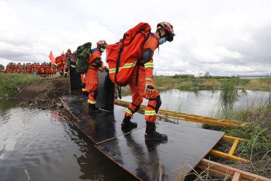 内蒙古兴安盟消防开展地震救援实战拉动演练