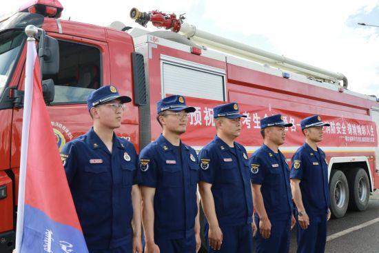 内蒙古鄂尔多斯市消防救援支队护航高考学子