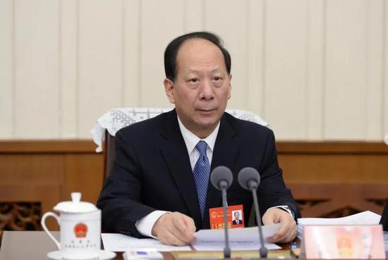 9月21日上午,自治区党委书记、人大常委会主任石泰峰主持会议。记者 袁永红 摄