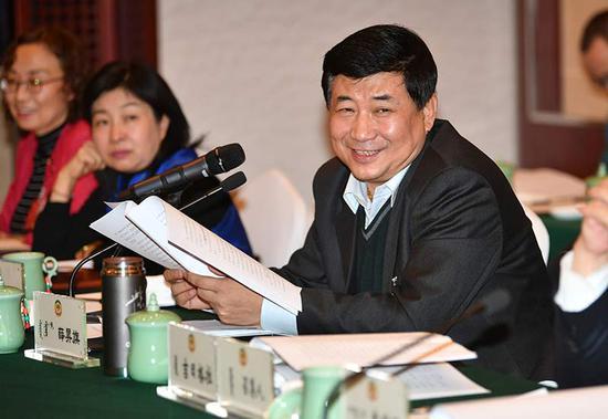政协委员薛昇旗建议建立煤电联动机制。内蒙古日报社融媒体记者 马建荃 摄
