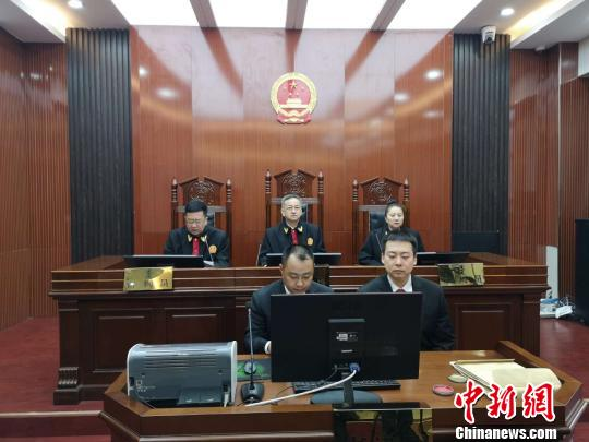 图为法院宣读最高人民法院执行死刑命令。 法院供图