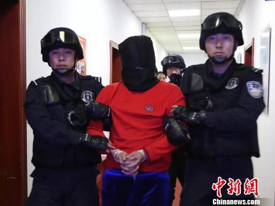 图为犯罪被抓获。 警方供图 摄