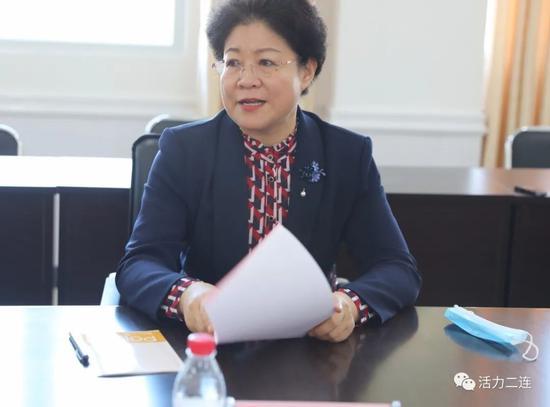 黄雅丽与教师代表座谈