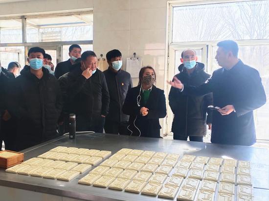 到扎鲁特旗嘎达苏嘎查参观学习民族传统奶制品加工技术