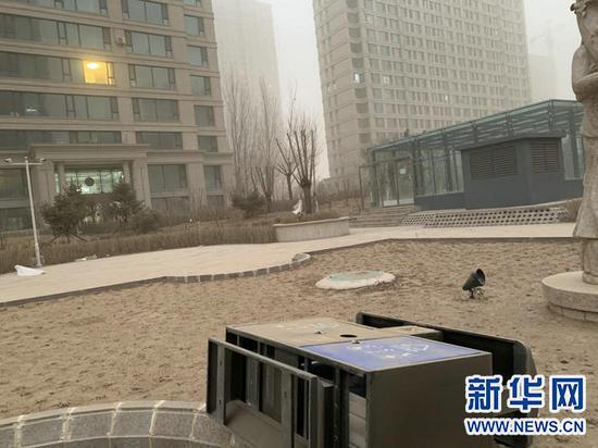 3月15日,包头市沙尘暴天气极大风速达到22.3米/秒。新华网发(刘姝宁 摄)