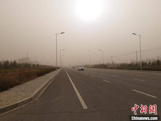 图为内蒙古西部地区发生沙尘暴。 内蒙古气象局供图