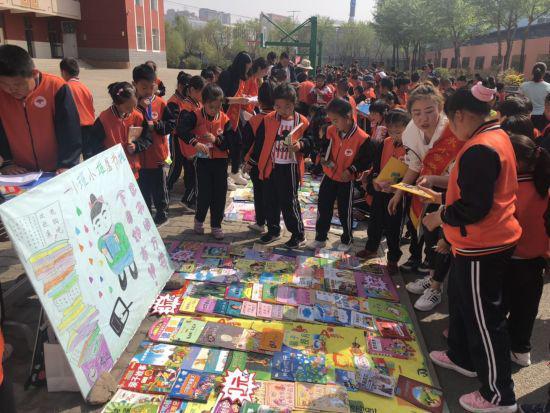 4月23日是世界读书日,当日上午,呼和浩特市新城区...