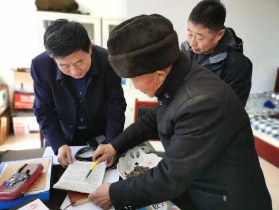 图为史晴(左一)。内蒙古自治区侨联供图