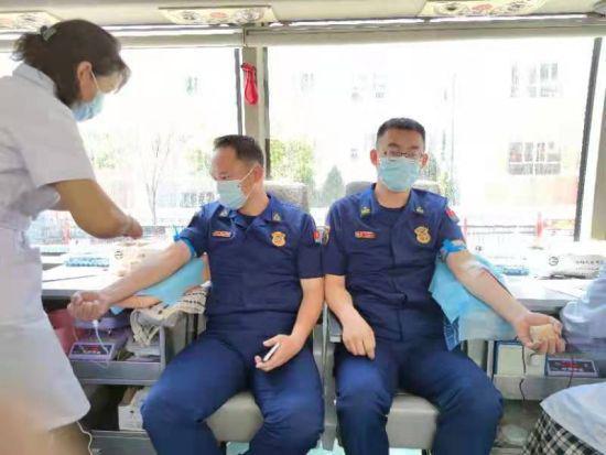 """乌海市海勃湾区""""北疆蓝焰""""志愿服务队无偿献血"""