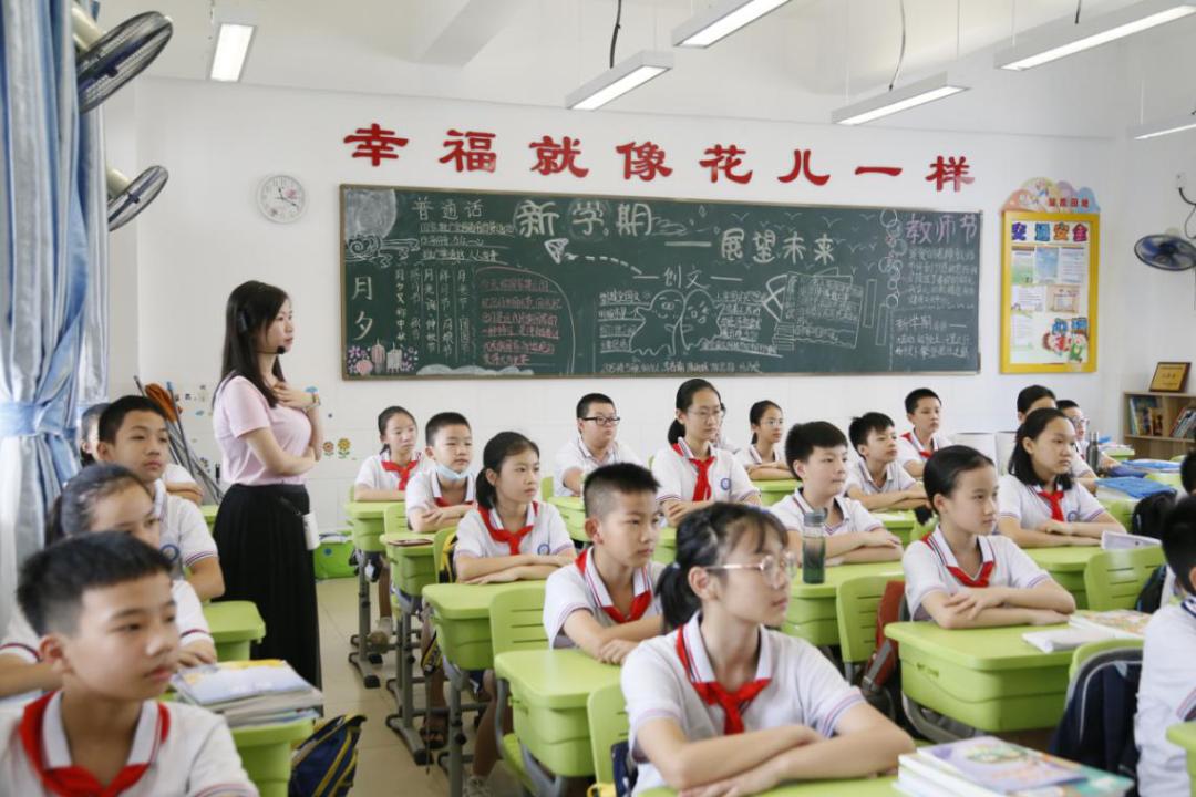 内蒙古二连浩特市各学校提前复课 开学仪式别样精彩