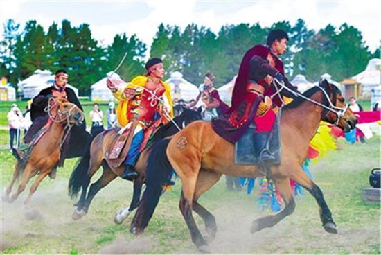 ▲蒙古骑手策马扬鞭,驰骋草原,展现速度与激情的力量。