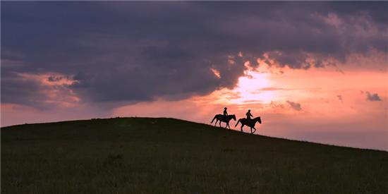 爱上内蒙古 | 放慢脚步 邂逅马背上的内蒙古