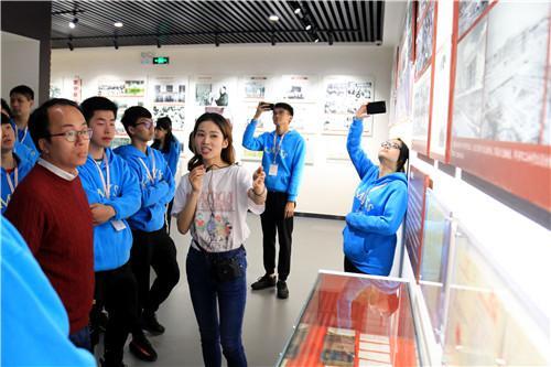 香港青年代表团体验民族风俗文化