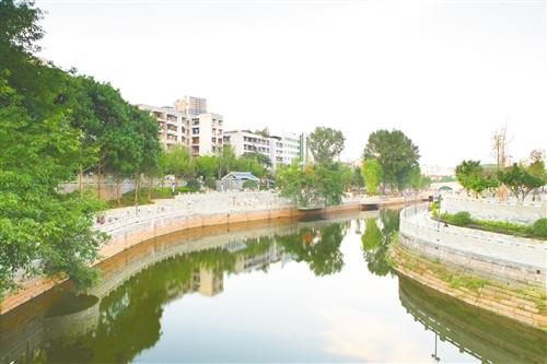 通辽市主城区滨河带状公园建设任务完成向市民开放