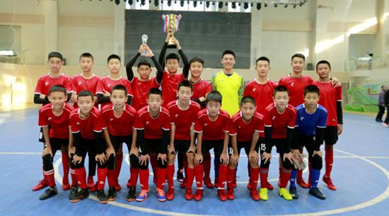 第四中学获得初中男子组冠军