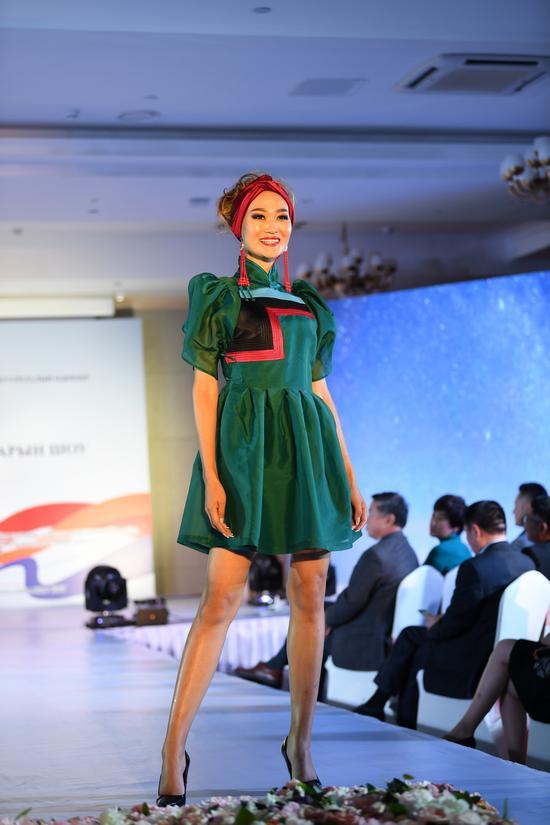展示蒙古族服饰图片