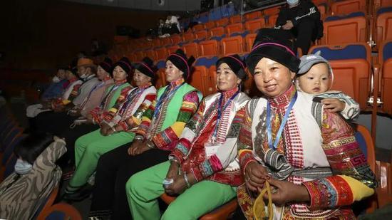 别样传承 彩云之南飞来的蒙古族服饰魅力