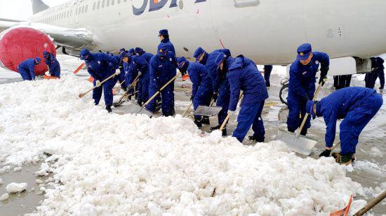 内蒙古呼伦贝尔市森林消防支队抗击冰雪在行动