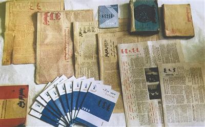 当年本社出版的部分蒙文报刊。
