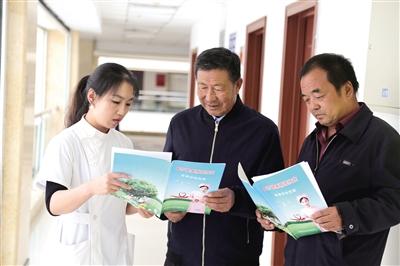 土左旗医院宣传健康医疗扶贫。