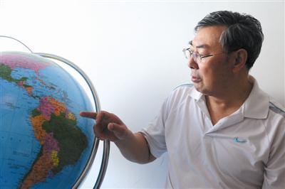 地球仪的框架和球体制作用时4个月。
