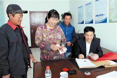 通辽:扶贫贷款送到家门口 种啥养啥都不愁