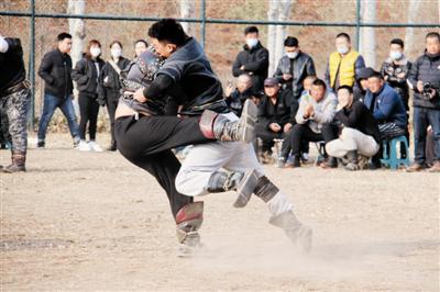 第十七届内蒙古服装服饰艺术节那达慕在通辽市举行