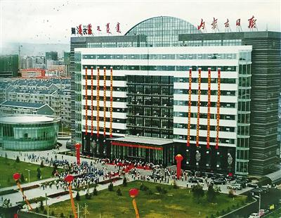 2007年7月18日,在刚启用的新闻大厦前,本社举行了别开生面的搬迁暨成立60周年庆祝活动。