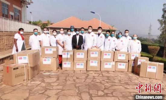 图为中国援非医疗队为马萨卡医院捐赠抗疫物资。第20批中国(内蒙古)援非医疗队供图